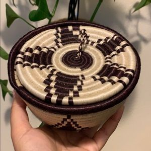 Small coil basket with lid